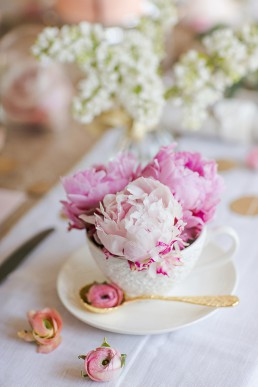 Pink peonies in a cup. Photo by Marianne Taylor & flowers by Fairynuffflowers. Click through to see more.